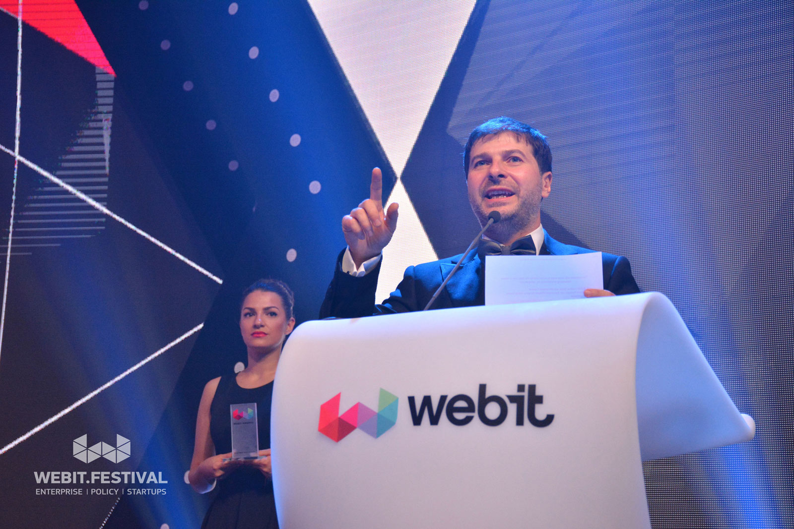 Plamen Russev presenting the award for Best Smart City Mobility Solution during the Webit Awards official ceremony and dinner