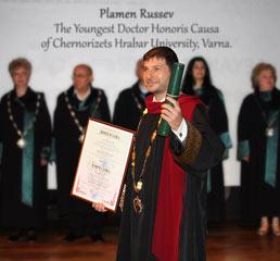 Пламен Русев е удостоен със титлата  доктор хонорис кауза на Университет Черноризец Храбър Варна и става най-младия такъв в историята на университета